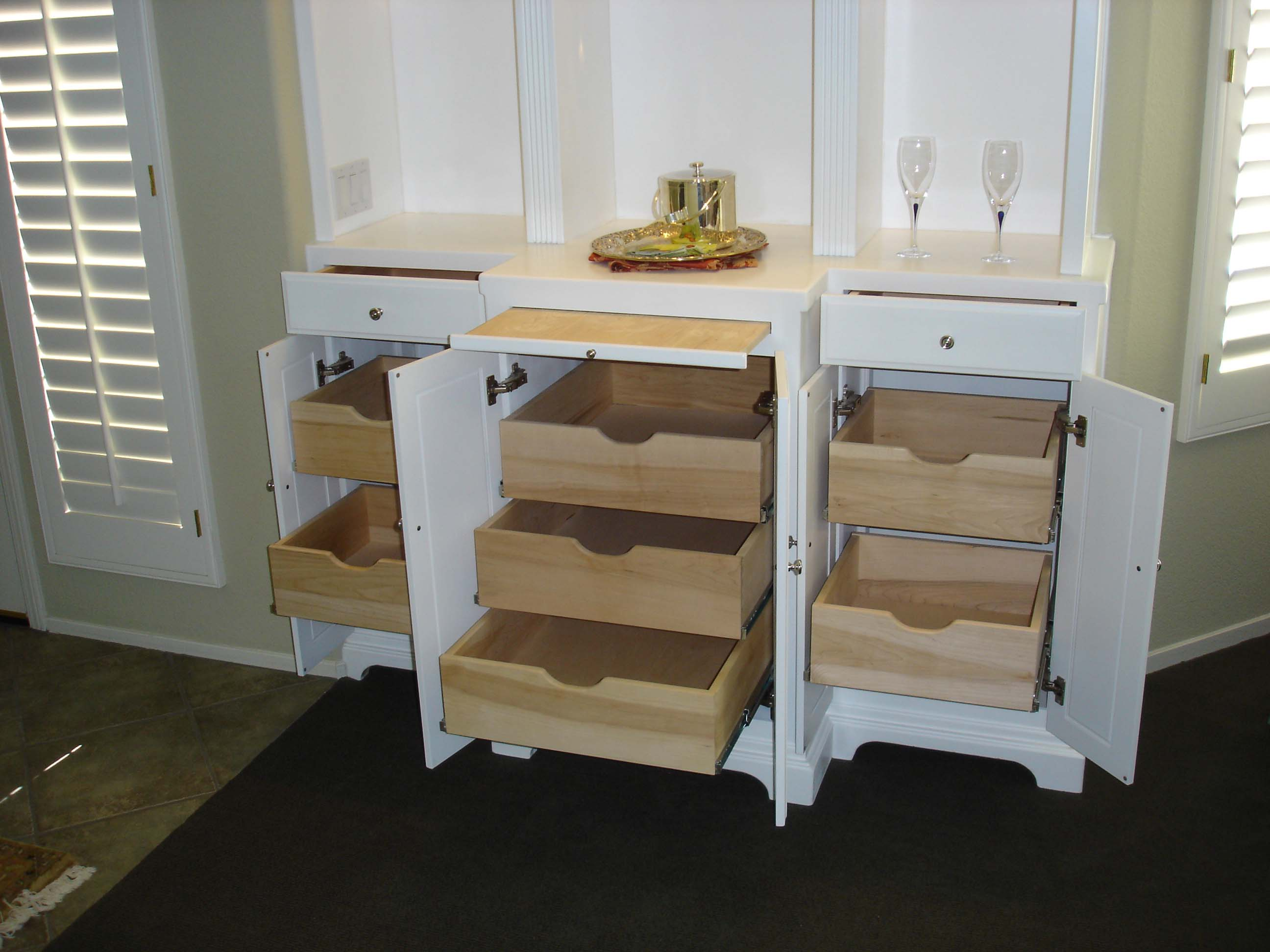 Display Unit and Cocktail Serving Station